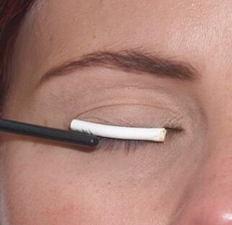 Priming your eyelashes for makeup